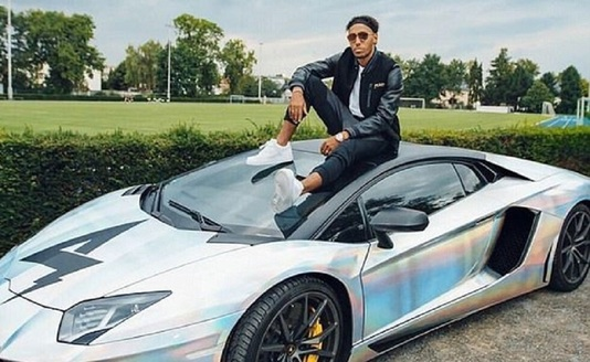 FOTO | Aubameyang şi-a scos Lamborghiniul tunat la vânzare . Cât cere pentru maşina personalizată