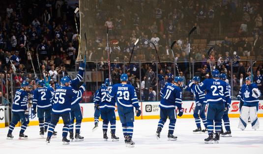 VIDEO | Au sărit peste mantinele. Rezumatele meciurilor din NHL