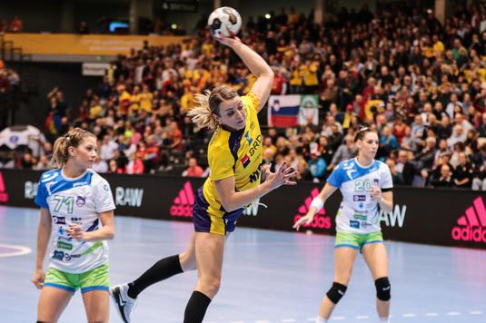 VIDEO EXCLUSIV | Aneta Udriştioiu a vorbit la Telekom Sport despre relaţia specială dintre Martin Ambros şi handbalistele de la naţională