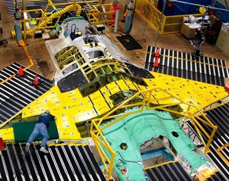 """Turbomecanica și-a redus """"motoarele"""" cu 20%: Scade profitul, scad acțiunile la bursă."""