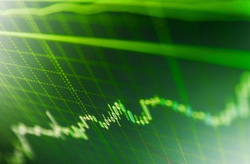 urmând tendința de tranzacționare la bursă