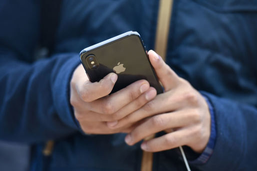 Posesorii de iPhone se trezesc cu un avantaj: Apple își modifică politica de service