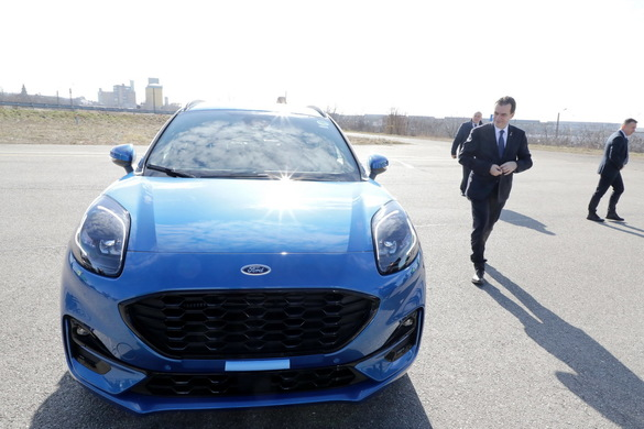 FOTO Ludovic Orban, test-drive cu noul model Ford Puma