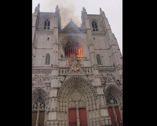 VIDEO Incendiu de proporții la catedrala din Nantes