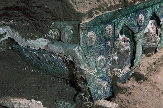 FOTO Descoperire excepțională a unui luxos car de ceremonie la Pompei