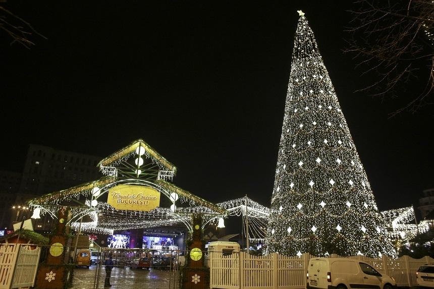 Luminile de sărbători au fost aprinse în Capitală - peste trei milioane de beculeţe, pe un traseu de peste 33 de kilometri - FOTO, VIDEO