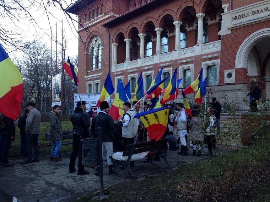 """Proteste la proiecţia """"Soldaţii. Poveste din Ferentari"""" de la MNŢR: Am venit să apărăm ţăranul român - FOTO, VIDEO"""