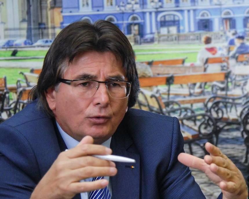 Primarul Timişoarei Nicolae Robu, trimis în judecată alături de alte opt persoane în dosarul vânzării mai multor imobile, majoritatea situate în centrul vechi al oraşului