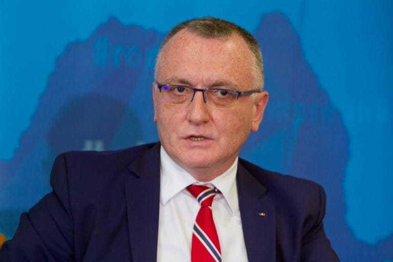 """Cîmpeanu, întrebat cum poate fi rector cineva cu decizie de plagiat: Nu ştiu dacă poate / """"Decizie în cadrul legal"""", în cazul rectorului Universităţii """"Aurel Vlaicu"""" din Arad / Ce spune despre suspiciunea în cazul rectorului Academiei de Poliţie"""