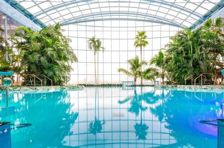Therme Bucureşti are cel mai spectaculos sistem de tobogane din Europa. VIDEO
