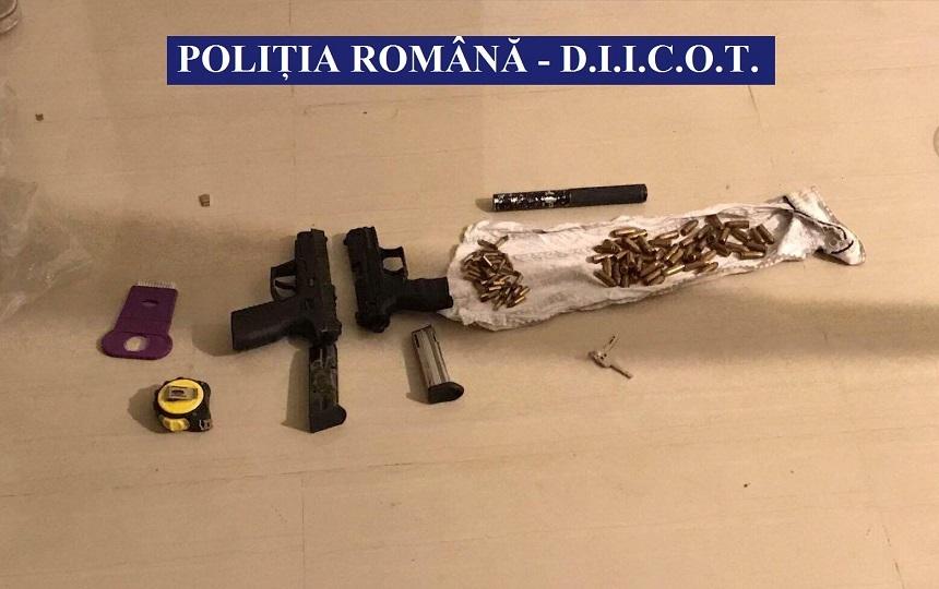 Vâlcea: Grupare de traficanţi de droguri coordonată de o femeie, care şi-a implicat şi cei doi fii în activitatea infracţională, destructurată de DIICOT - FOTO