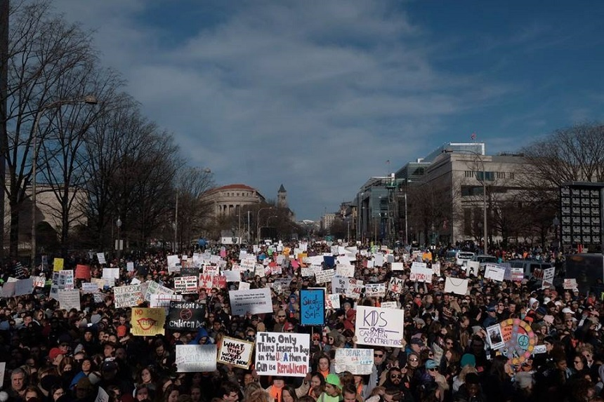 Manifestaţii împotriva armelor de foc, în peste 800 de oraşe din SUA şi din lume; sute de mii de oameni, la protestul din Washington
