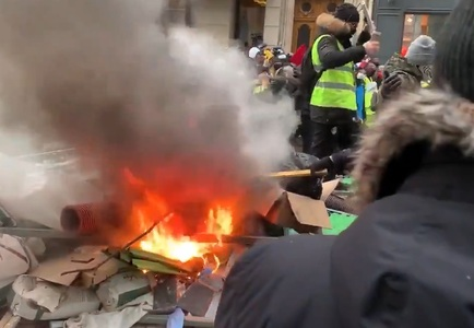 "Incidente la Paris în marja unei coloane a ""vestelor galbene"". VIDEO"