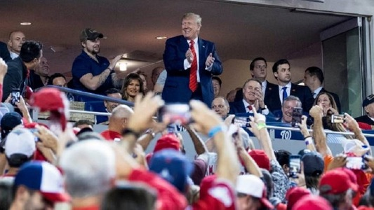 "Donald Trump a fost huiduit la un meci de baseball din Washington, iar spectatorii au scandat ""Lock him up!"""