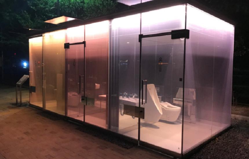 Ultima atracţie la Tokyo, toalete transparente