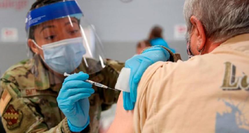O treime dintre militarii americani nu vor să se vaccineze împotriva covid-19