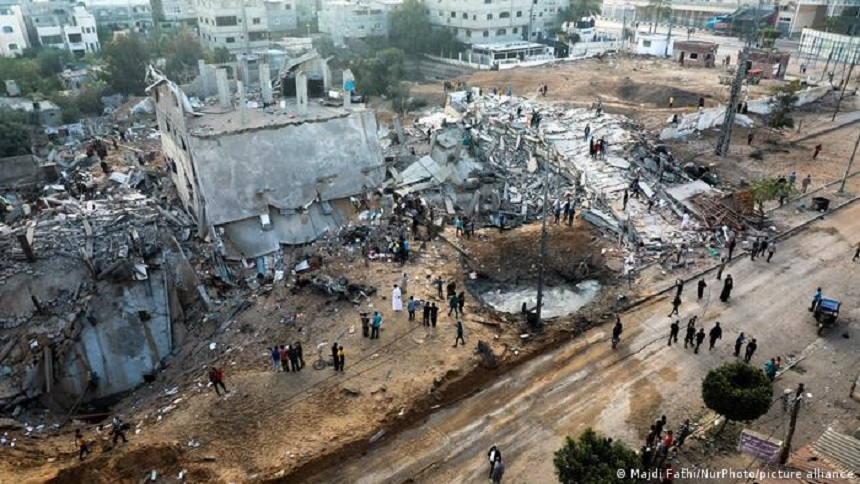 Gaza - Zece membri ai unei familii ucişi într-un...   News.ro