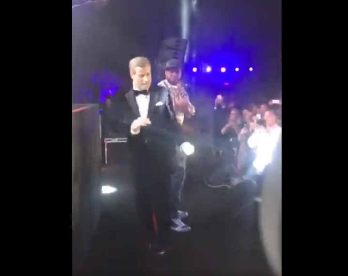 John Travolta a dansat alături de rapperul 50 Cent la Festivalul de Film de la Cannes – VIDEO