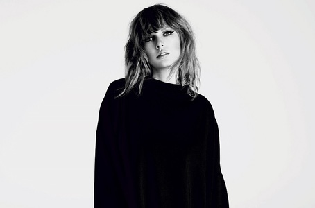 Taylor Swift a semnat un contract general de înregistrări cu Universal Music Group