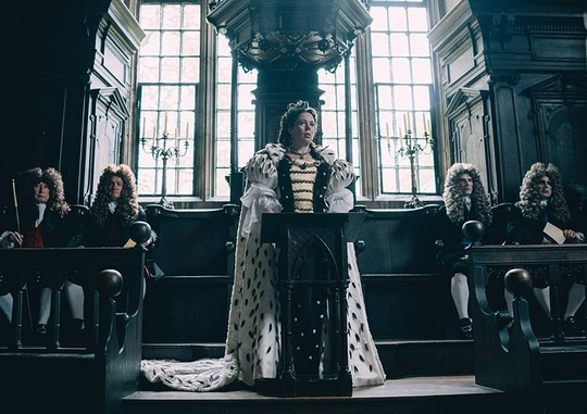 "Olivia Colman, în ""The Favourite"""
