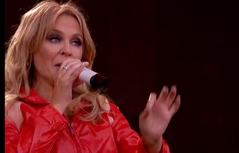 Kylie Minogue, duet cu Nick Cave şi Chris Martin la Glastonbury - VIDEO