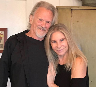 "Barbra Streisand şi Kris Kristofferson, duet ""A Star is Born"" la Londra - VIDEO"
