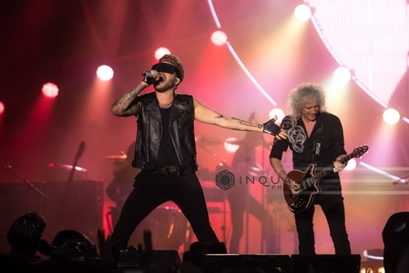 "Queen şi Adam Lambert vor lansa albumul ""Live Around the World"""