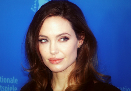 Angelina Jolie va produce la BBC un program dedicat copiilor