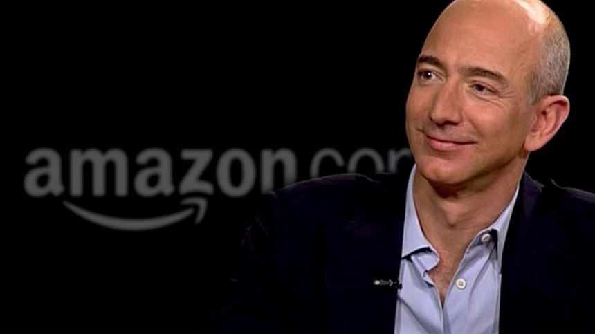 Jeff Bezos, CEO al Amazon şi proprietar al Washington Post, acuză de şantaj publicaţia National Enquirer