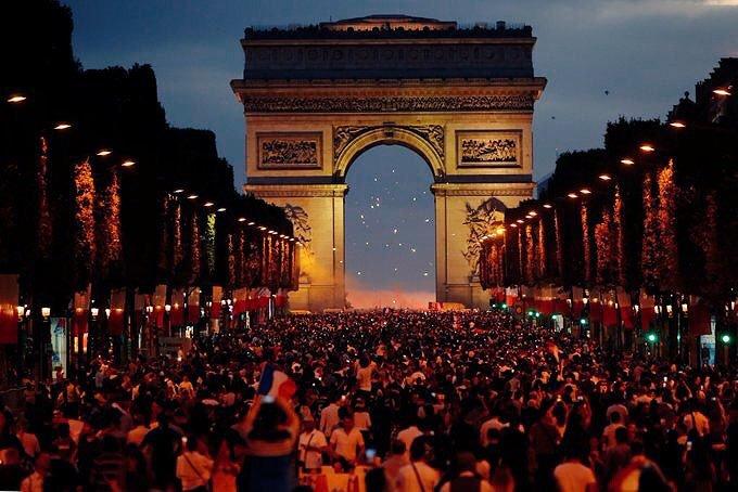 Sau intalni i femeile din Paris