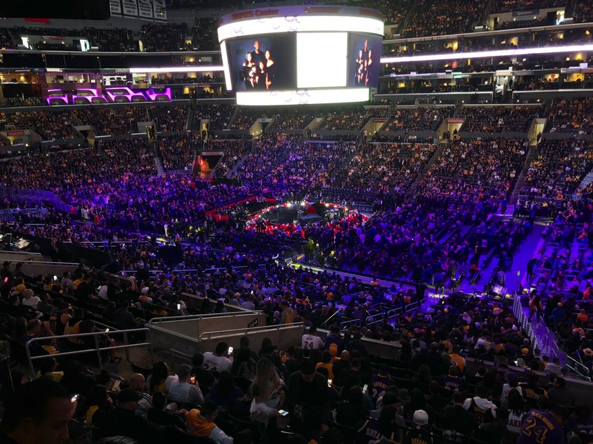 Kobe Bryant, omagiat la Staples Center la Los Angeles