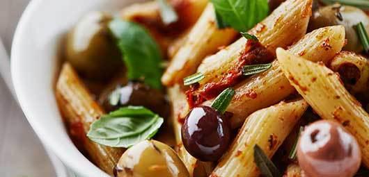 Paste cu sos de roşii şi măsline, o reţetă de post delicioasă