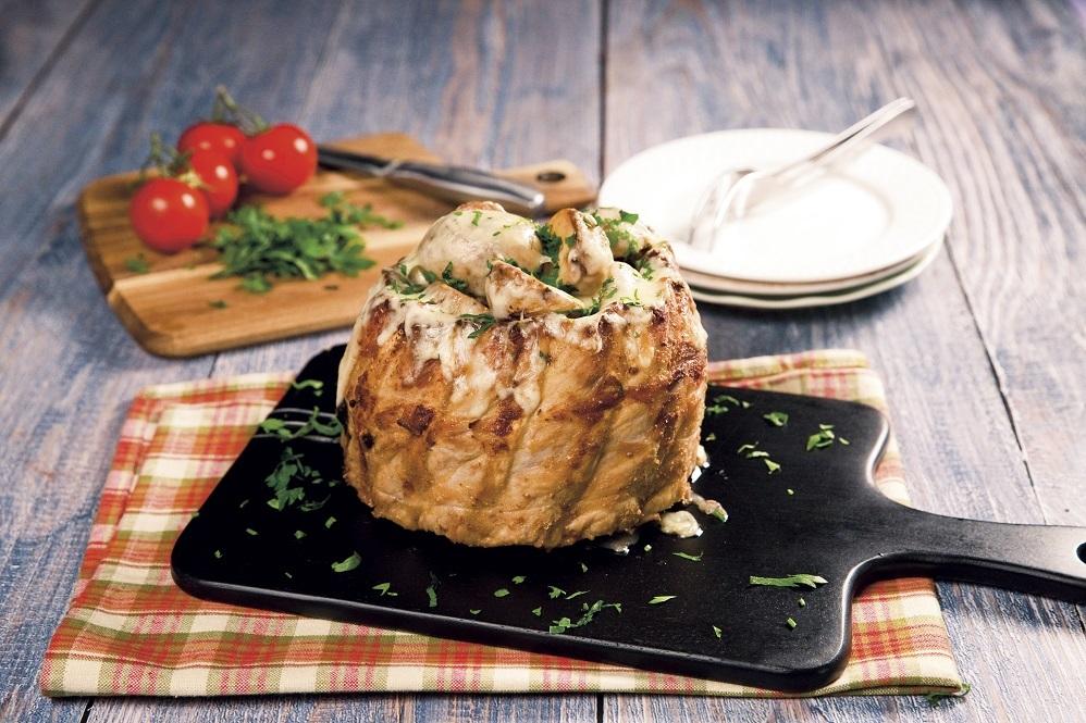 Coroniţă din coastă de porc cu cartofi şi caşcaval
