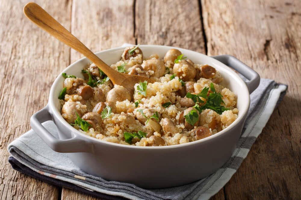 Risotto de quinoa cu pui, ciuperci şi praz