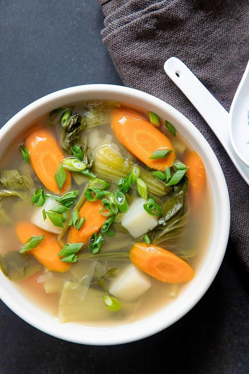 Supă de legume cu usturoi