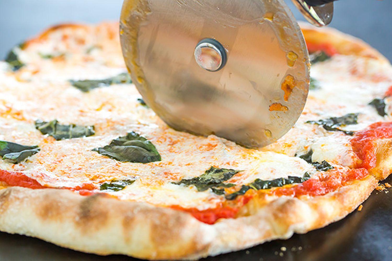 Cea mai bună pizza pe care o poți face la tine acasă! Încearcă neapărat această rețetă