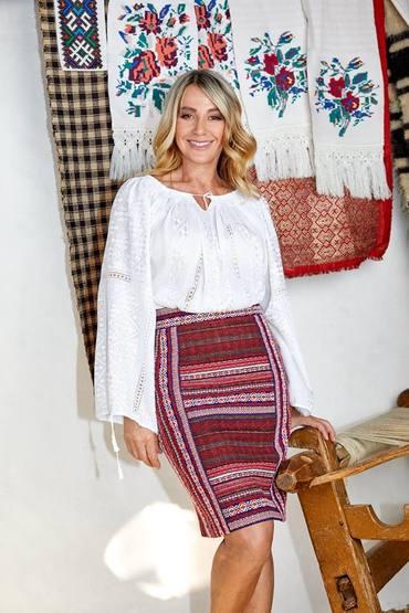 Nadia Comăneci, vedeta unei colecţii vestimentare etno FOTO&VIDEO