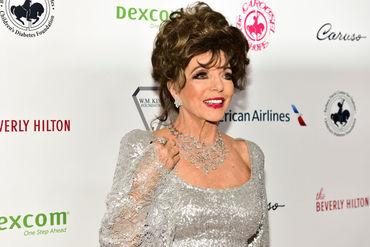 Ce bine arată Joan Collins la 85! A apărut alături de soţul tinerel pe covorul roşu