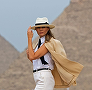 Ce cool a fost Melania Trump în Egipt! A purtat outfitul perfect