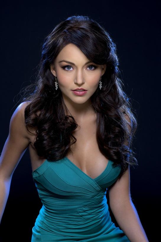 """Angelique Boyer, actriţa din """"Teresa"""", şi-a schimbat look-ul. Nu mai arată deloc ca-n telenovelă!"""