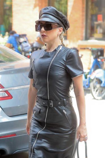 Lady Gaga, în piele neagră din cap şi până-n picioare. Iată-i outfitul!