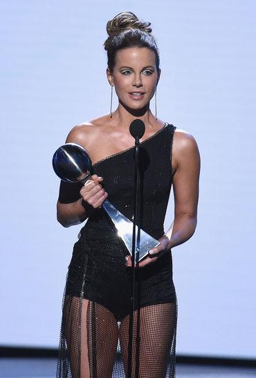 Ce sexy a fost Kate Beckinsale (44) pe scena Premiilor ESPY!