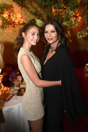 Carys şi-a eclipsat mama pe covorul roşu! Iată cum au apărut Catherine Zeta-Jones şi fiica ei la un eveniment fashion
