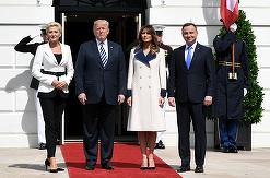 Melania Trump, ţinută Gucci la întâlnirea cu prima-doamnă a Poloniei. Cine pe cine a eclipsat?