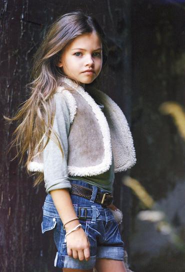 """Ţi-o aminteşti pe cea care era denumită """"cea mai frumoasă fetiţă din lume""""? Iat-o acum, adolescentă, pe podium!"""