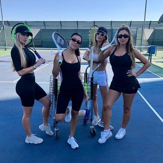 Kourtney Kardashian, super tonifiată la 39 de ani! Iată cum arată îmbrăcată sport pe terenul de tenis