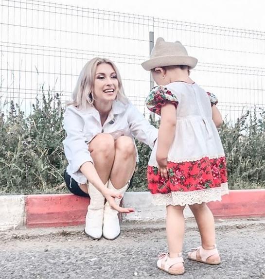 Andreea Bălan, prima apariţie publică alături de fetiţa ei! Iată-le împreună pe scenă