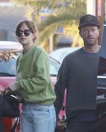 Dakota Johnson vorbeşte pentru prima dată despre idila cu Chris Martin, fostul lui Gwyneth Paltrow