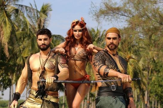 """O inspită de la """"Insula iubirii"""", surprinsă în timp ce face videochat! Cine câştigă bani din show-uri erotice? FOTO"""