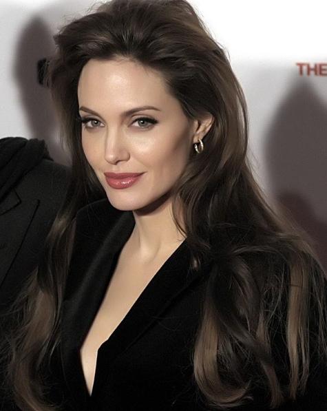 Angelina Jolie S A Vopsit şi A Făcut şuviţe Blonde Precum